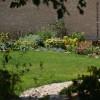 Vue sur les massifs d'un jardin d'excellence